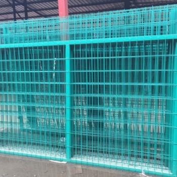 河北浸塑铁路护栏网厂家现货产品描述