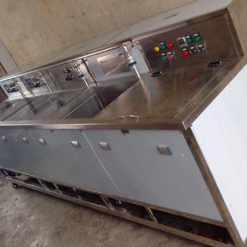 苏州轮毂镀锌板配件环保型水溶剂除油非标超声波清洗机定制加工