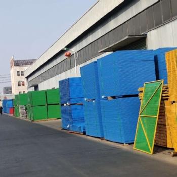 建筑爬架网工地高层外围施工防火防坠安全钢板网米字型爬架冲孔网