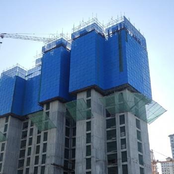 新式爬架安全防护网镀锌冲孔外架钢板网工地高层外围施工建筑钢网
