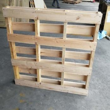 烟台木质托盘批发厂家电话 海阳出口熏蒸托盘图片带标识