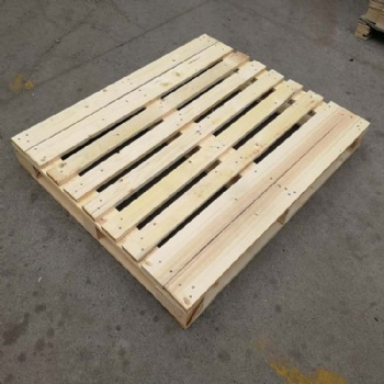 青岛里岔加工实木托盘款式定制 塑料制品出口用熏蒸托盘价格便宜