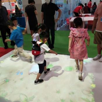 幼儿园互动投影儿童智能互动游戏玩中学课堂魔幻地面