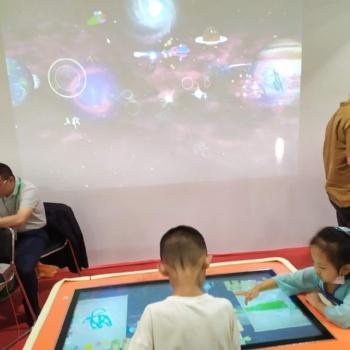 学前教育装备玩中学游戏课堂儿童绘画涂鸦投影互动创造海洋魔幻神笔