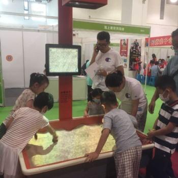 幼儿园信息化装备科探室儿童挖沙游戏投影互动魔幻沙盘