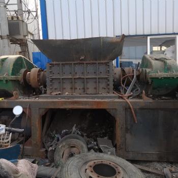 河南郑州二手1000型塑料撕碎机配6级55kw电机7万